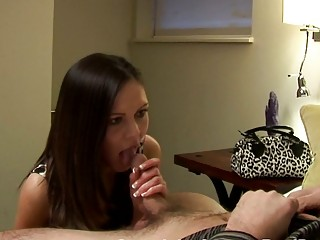 brunette mature babe gives surprising cock sucking