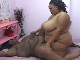 600lbs dikes have to most incredible strapon fuck