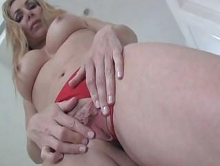lara demarco show her juicy clean cave