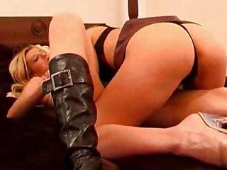 virginia obtains her bitch to suck her kitty