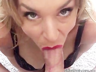 Sexy Amateur Gives GRATE Blowjob