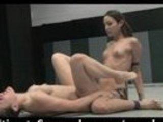 wrestling turns to dike poundage