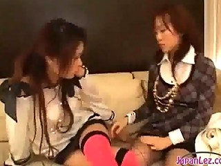 2 eastern  babes with flexible feet ripping of
