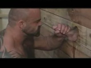 gigantic musclebear has pleasure with gloryhole