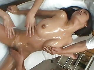 japanese babe satomi suzuki who likes a massage