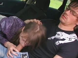 babe 18yo teenager gives dick sucking into a car
