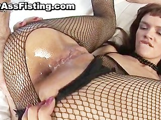 Slut in fishnets gets double penetrated part5