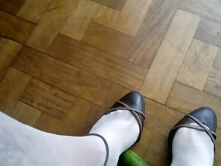 shoejob with pantyhose and toe cleavage high shoes